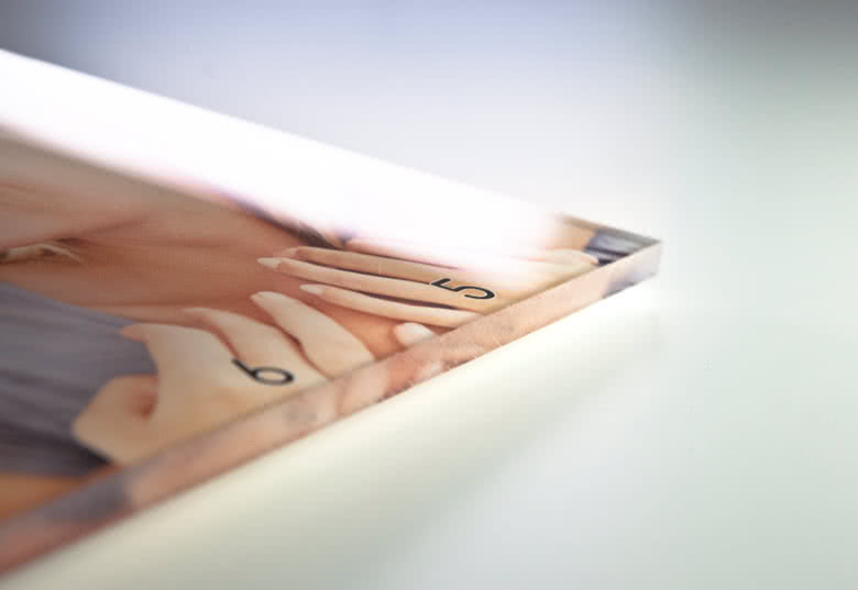 6 mm akryyli, erittäin kiiltävä viimeistely
