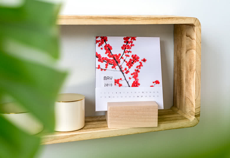 Een fotokalender in designhouder maken