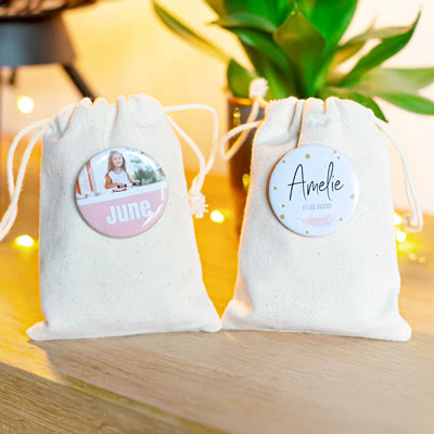 Small cotton bags with pin badge