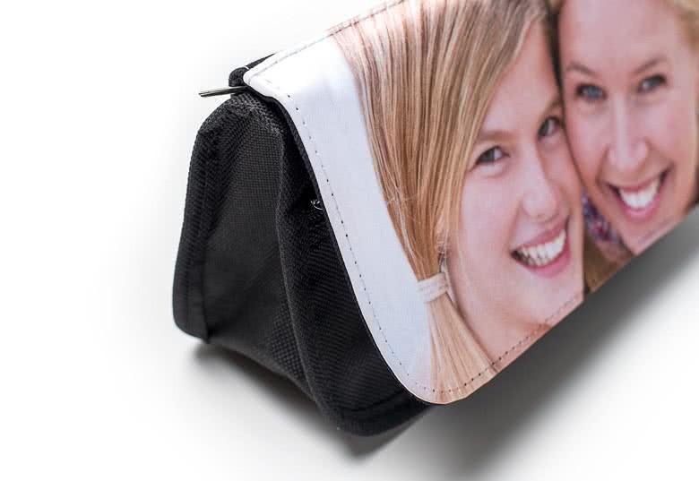 Erstellen Sie eine Kosmetiktasche mit Foto.
