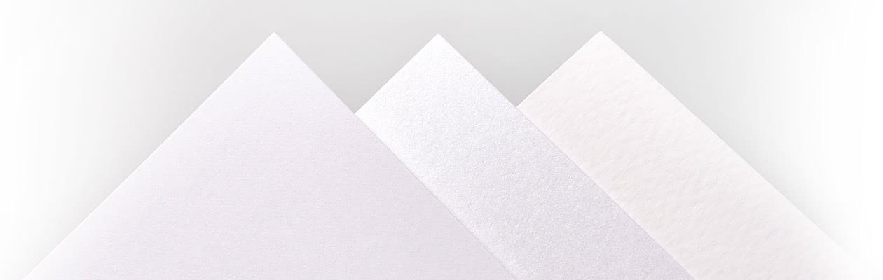 Geef jouw geboortekaartje een extra feestelijk tintje of een moderne en trendy look door voor Luxe Mat Reliëf papier of Luxe Parelmoer Papier te kiezen