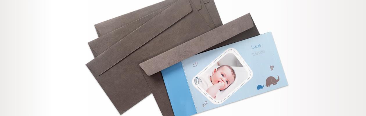 Deze kaartjes worden geleverd met gratis witte standaard enveloppen. Wil je graag je kaartjes op de meest luxueuze manier verzenden in een handgemaakte enveloppe? Selecteer dit dan hier.